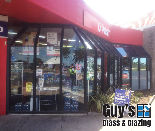 guys-glass-glazing-example-new-shop-front-lakes-entrance-2014-2